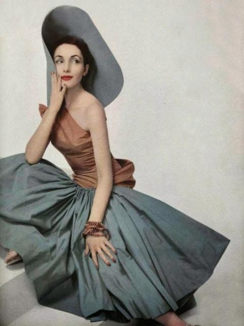 Vestido por Madame Grès, 1952.