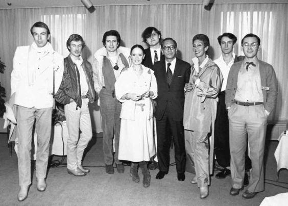 Na foto estão:Chantal Thomass, Jean-Claude de Luca, Anne-Marie Beretta, Thierry Mugler, Jean-Charles de Castelbajac, France Andrevie, Claude Montana e Issey Miyake - Hôtel St James & Albany em 1976.