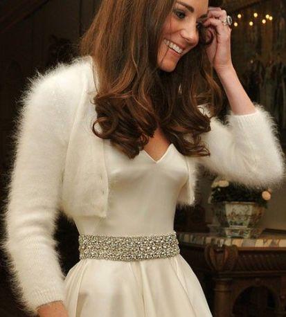 Kate Middleton usando um bolero feito de lã de Angorá.