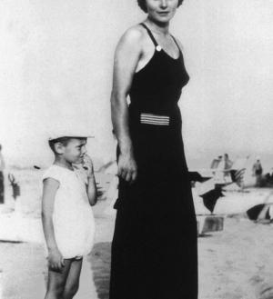Giorgio com a mãe em 1939.
