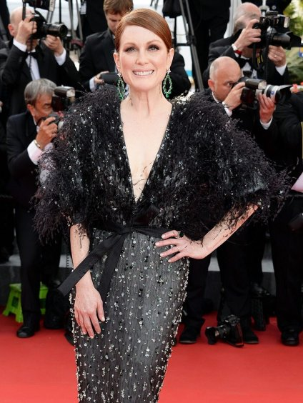 Red Carpet - Julianne Moore vestindo Armani Privé no 68º Festival de Cannes em 2015.