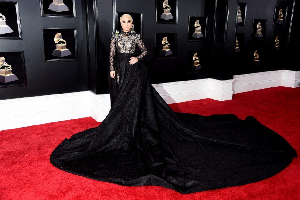 Red Carpet - Lady Gaga vestindo Armani Privé no 50º Grammy em 2008.