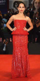 Red Carpet - Zoe Kravitz vestindo Armani Privé no 71º Festival de Veneza em 2014.
