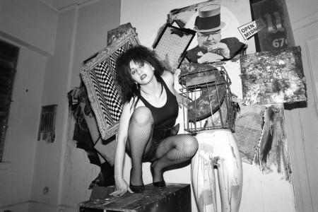 Lydia Lunch, musa do Punk New Wave, de meia arrastão, fotografada por Richard Kern.