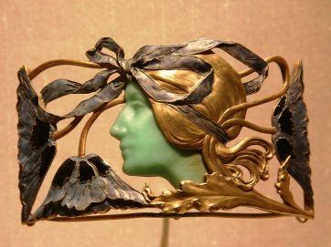 800px-Broche_with_Woman_-_René_Lalique