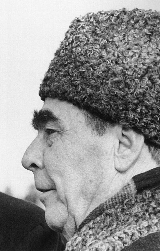 O político soviético Leonid Ilyich Brezhnev um chapéu Caracul Soviético.