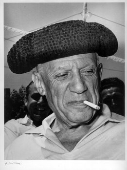 O pintor espanhol Pablo Picasso usando Montera, feito com Astracã.