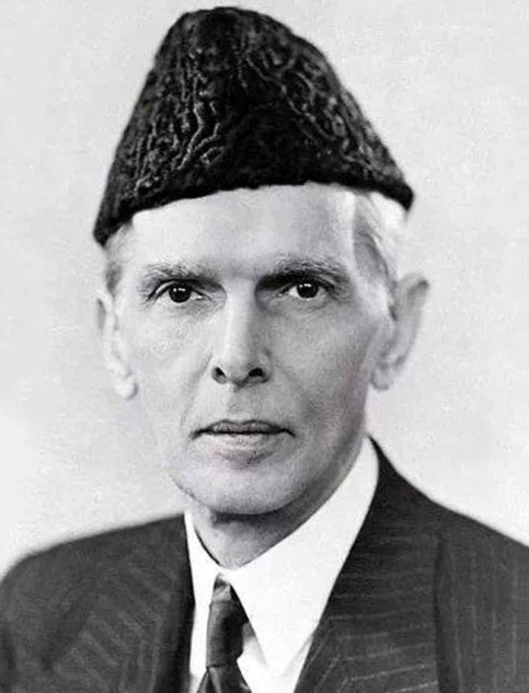 O político paquistanês Muhammad Ali Jinnah usando um Jinnah, feito com Astracã.