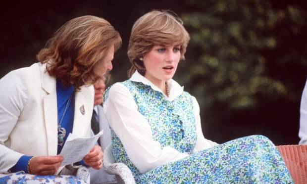 Princesa Diana usando Laura Ashley.