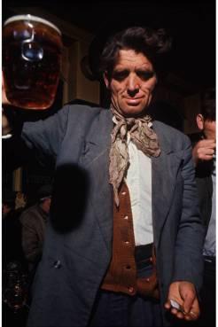'Um Pub do East End' por David Bailey em 1968.
