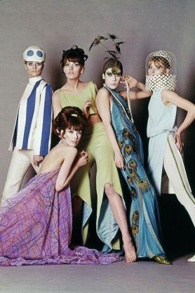 Modelos posando no backstage do filme Blow Up.