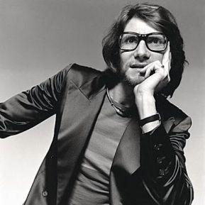 Yves Saint Laurent por David Bailey em 1970.