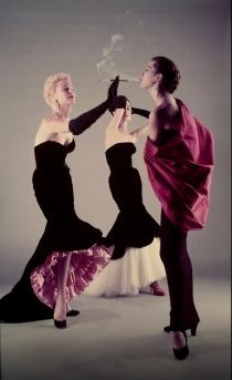 Dirigido por Hitchcock (1951) por Gjon Mili ,para revista LIFE, roupas por Cristóbal Balenciaga.